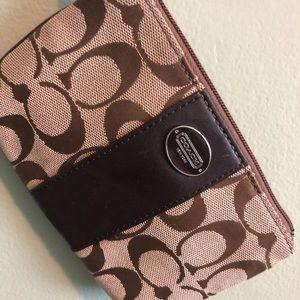 Handbags - Authentic Coach wristlet
